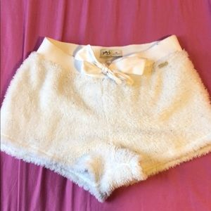 Hollister fluffy shorts !